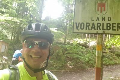 Biken im  heimischen Wald mit diverse Steigungen   - Bild1